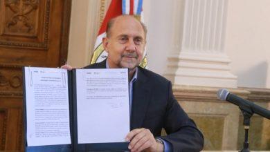 Photo of El Gobierno firmó un convenio para financiar el déficit de la Caja De Jubilaciones